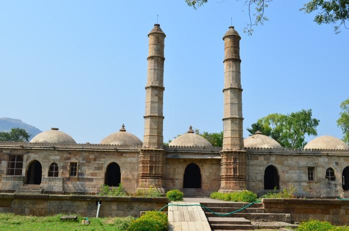 Sahar ki Masjid. The mountain seen on the left is Pavagadh.