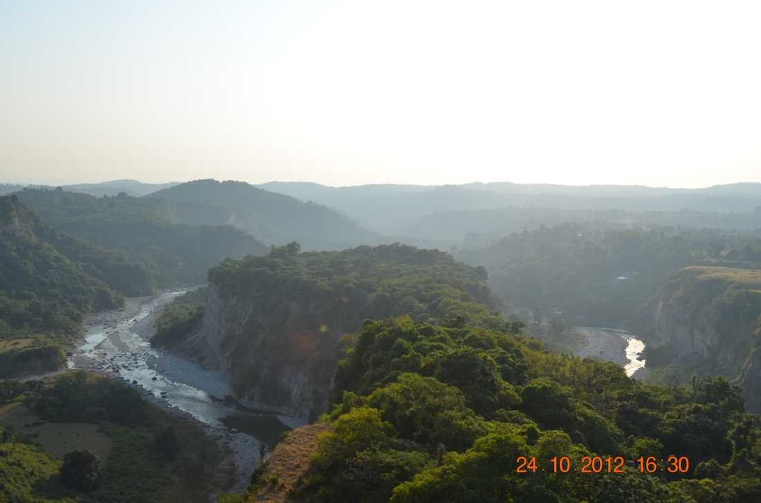 Just like the pupil of an eye, Kangda fort is built between Banganga and Majhi rivers.