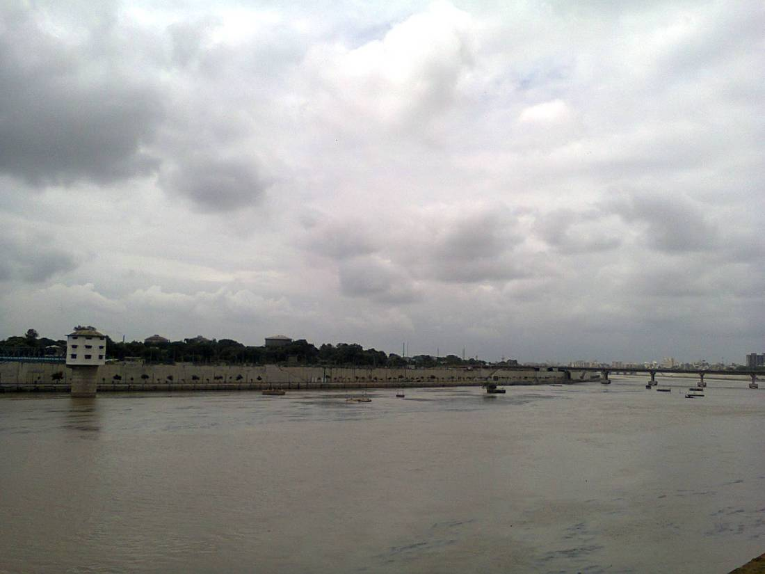A view of the Sabarmati riverfront from Gandhi Ashram.