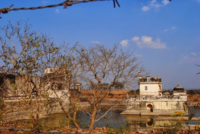 Fort hall at the left and Jal Mahal on the right, in Rani Padmini's palace.