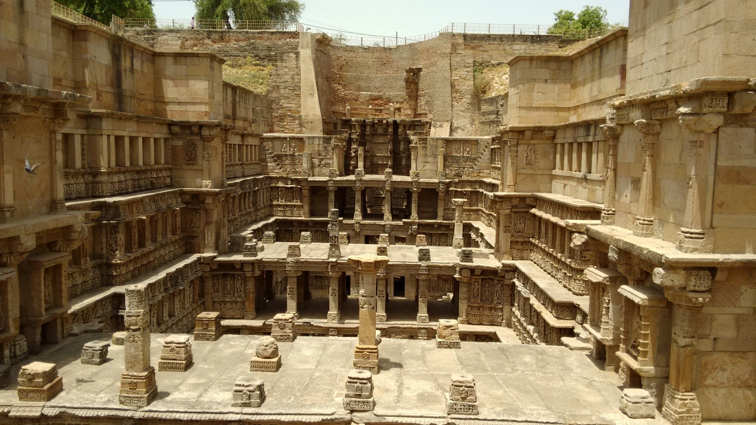 Stepwell pic worthy of being a wallpaper. :)