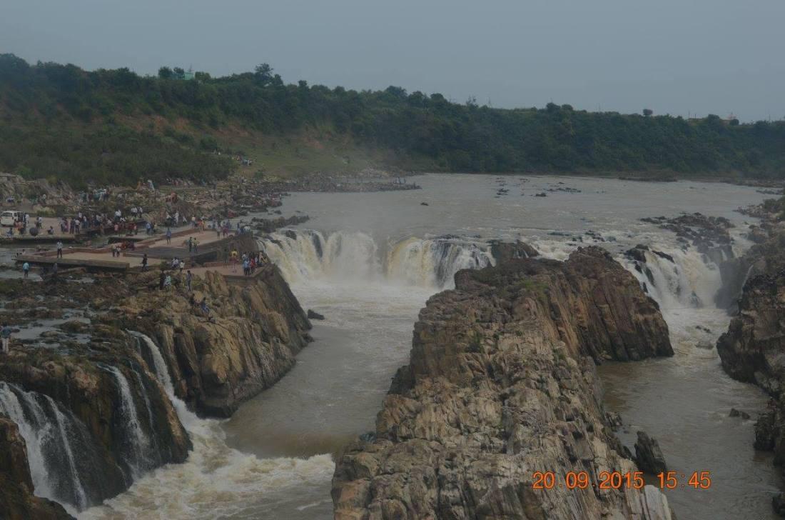 Dhuandhaar falls